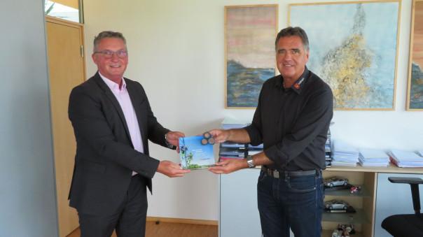 Kommunalberater Lothar Mittermaier und Bürgermeister Thomas Hölsch